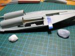 Bild - Redo för ritsning av panellinjer. Ett tips är att använda klumpar av häftmassa och placera modellen på dessa så att den inte glider runt när man ska ritsa panellinjen.Jag har även använt mig av en bit Dymo-tejp som en sorts linjal. Dymotejpen kan återanvändas några gånger till.