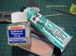 Bild - Squadron Green Putty och cellulosa-thinner. För att få ett mer lättflytande spackel så blandar jag till en 50/50 blandning. Spacklet blir mer läthanterligt då.